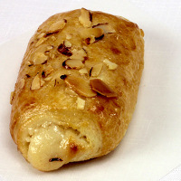 CROISSANT_ALMOND_BAKED